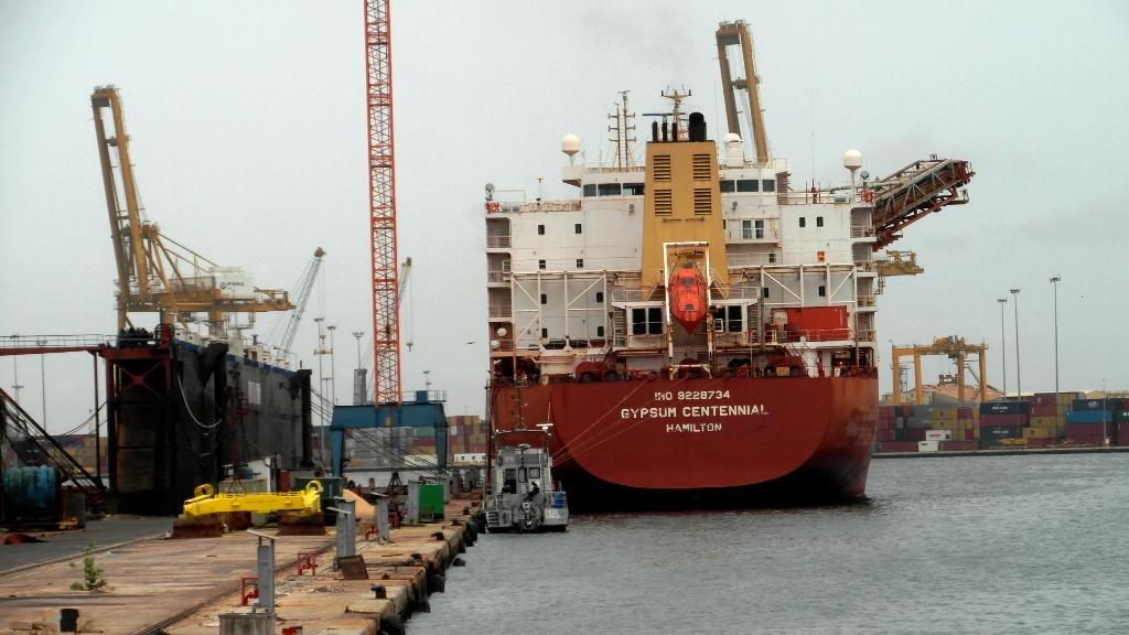 Cargo au quai